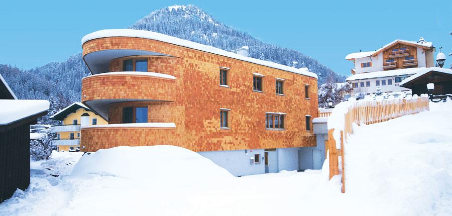 austria_arlberg-ski-area_st-anton_rendl_mountain-lodge-chalets_ exterior.jpg